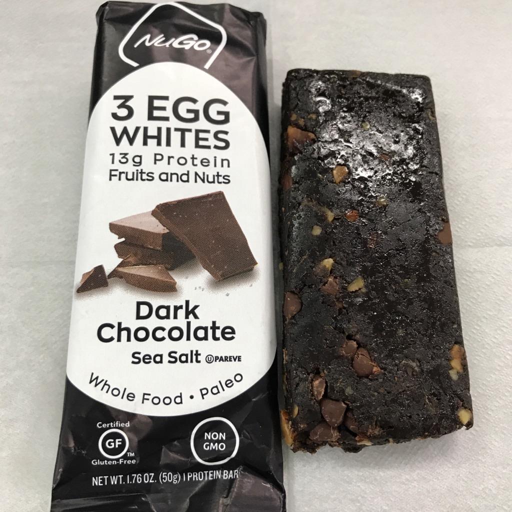NuGoの3EGGWHITES ダークチョコレート